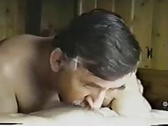 italiano maduro chupa y se traga la leche