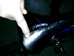 im fahrradkeller auf radsattel abgespritzt