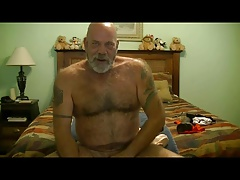 MJ - Older bear in webcam