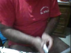 Maduro gordo peludo se pajea en la webcam