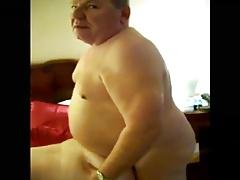 Abuelo gordito cogiendo