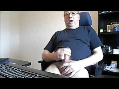 Older swedish man gets sucked (different genders)