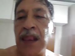 Abuelo paja en ducha