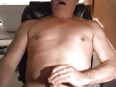 Hot daddy cumming fast