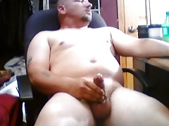 Muscle latin guy wanking