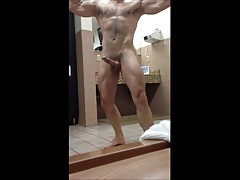 Gorgeous amatuer films himself preening at the gym