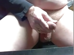 Abuelo caliente mostrando su cuerpo y verga