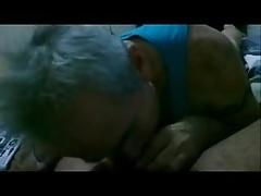 Grandpa Sucking. Coroa Mamando.