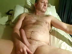 Another gorgeous daddy bear wanking