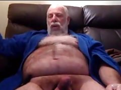 Daddy bear shoot his load