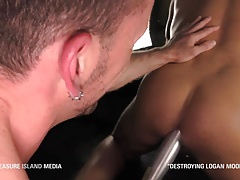 Hung daddy wrecks muscle stud