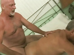 older guy pounding daddys ass (MM)