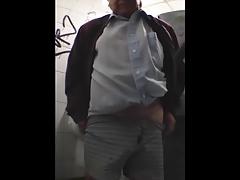 LINDO VIEJITO EN EL TOILETTE