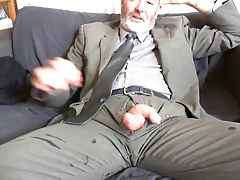 SEXY BEARDED DAD AFTER WORK SUIT AND TIE RELIEF ON THE COUCH