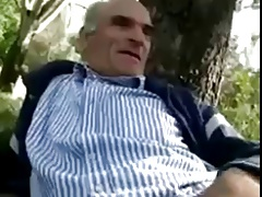 Daddy wanking in park